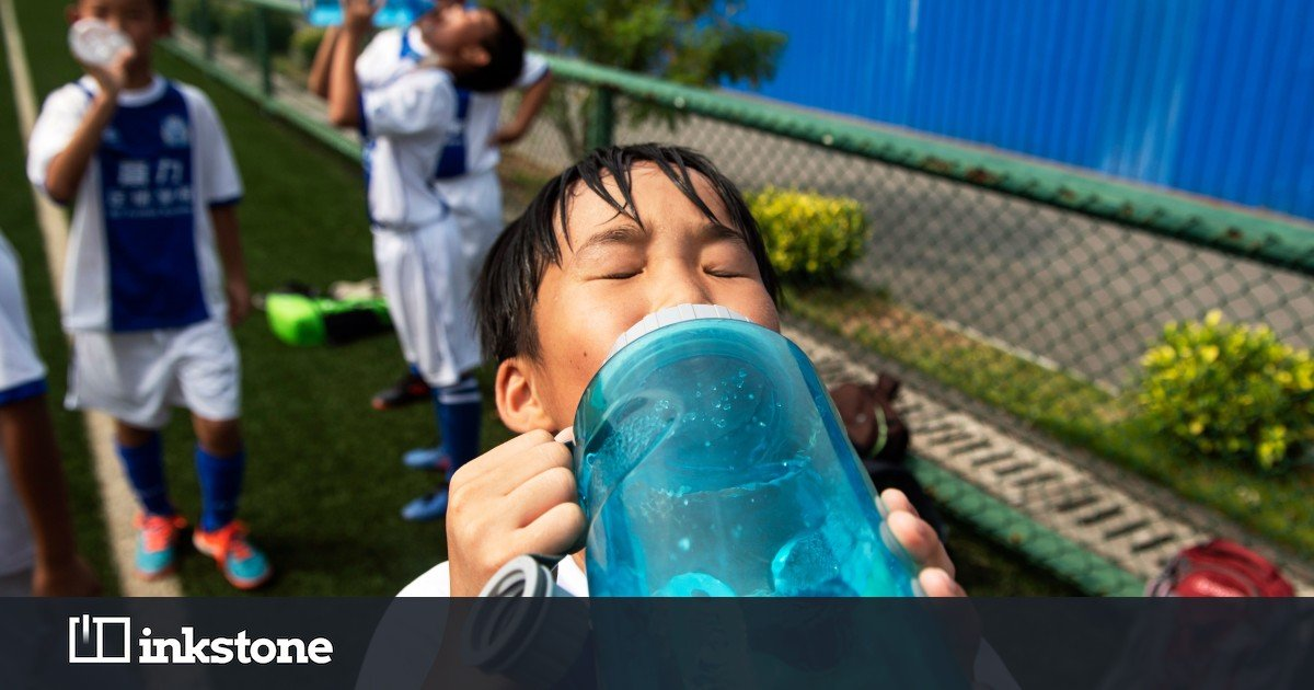 China Trends: Tap water tainted by sewage and a controversial ban on phones