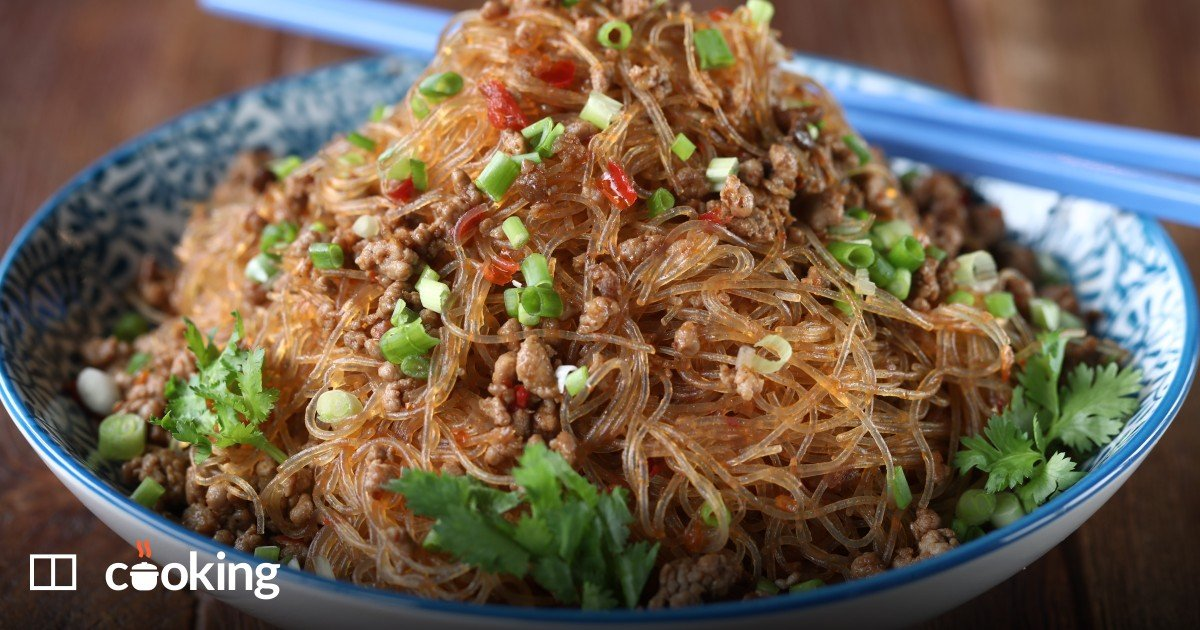 Chinese noodles with minced pork recipe - quick and easy