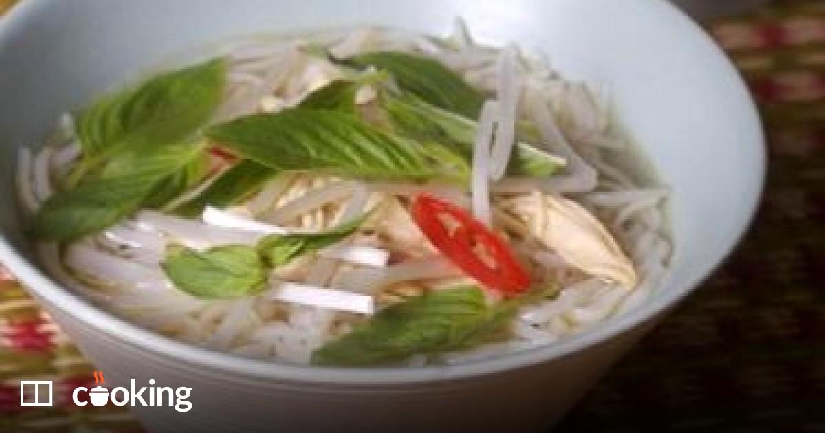 Vietnamese chicken noodle soup recipe - a.k.a. Pho gai