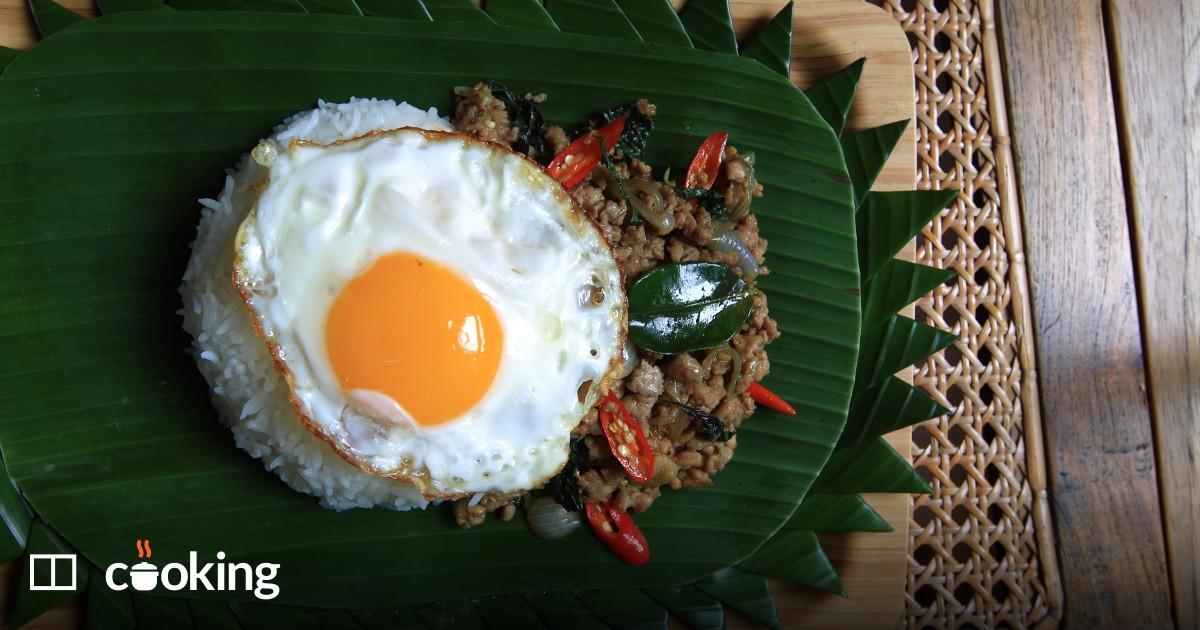 Thai minced chicken with basil recipe - gai pad krapow