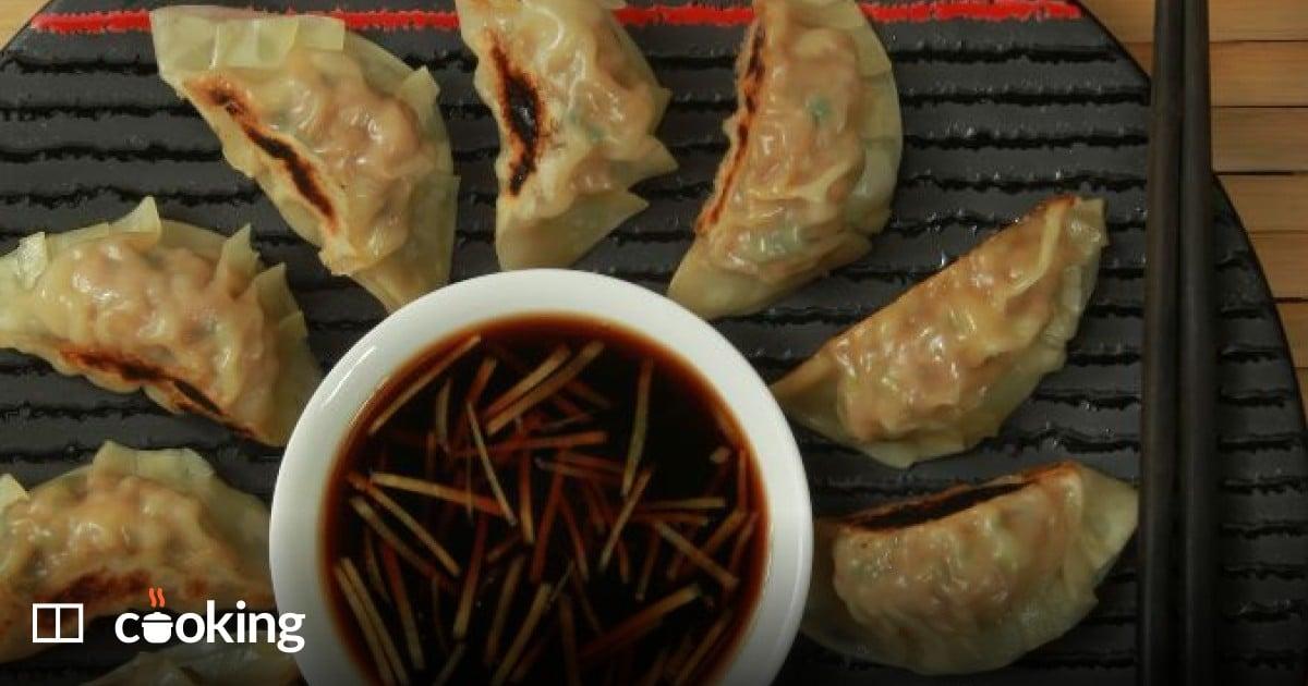 Gyoza (Japanese pan-fried pork dumplings) recipe - easy to make