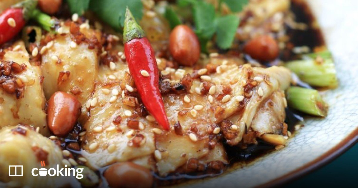 Easy spicy Sichuan poached chicken recipe (kou shui ji)