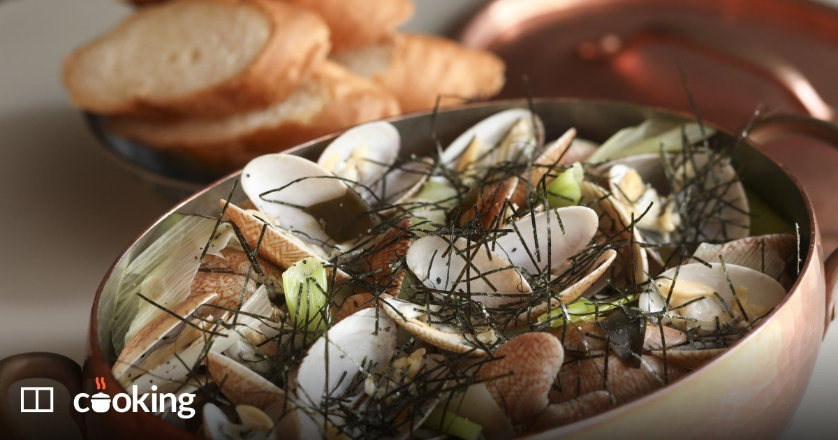 Sake-steamed clams with butter, leeks and noodles recipe