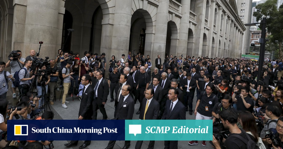 Record 3,000' Hong Kong lawyers in silent march against