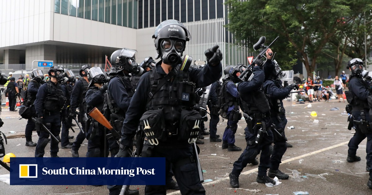 Police Sandwiched In Political Storm During Hong Kongs -7514