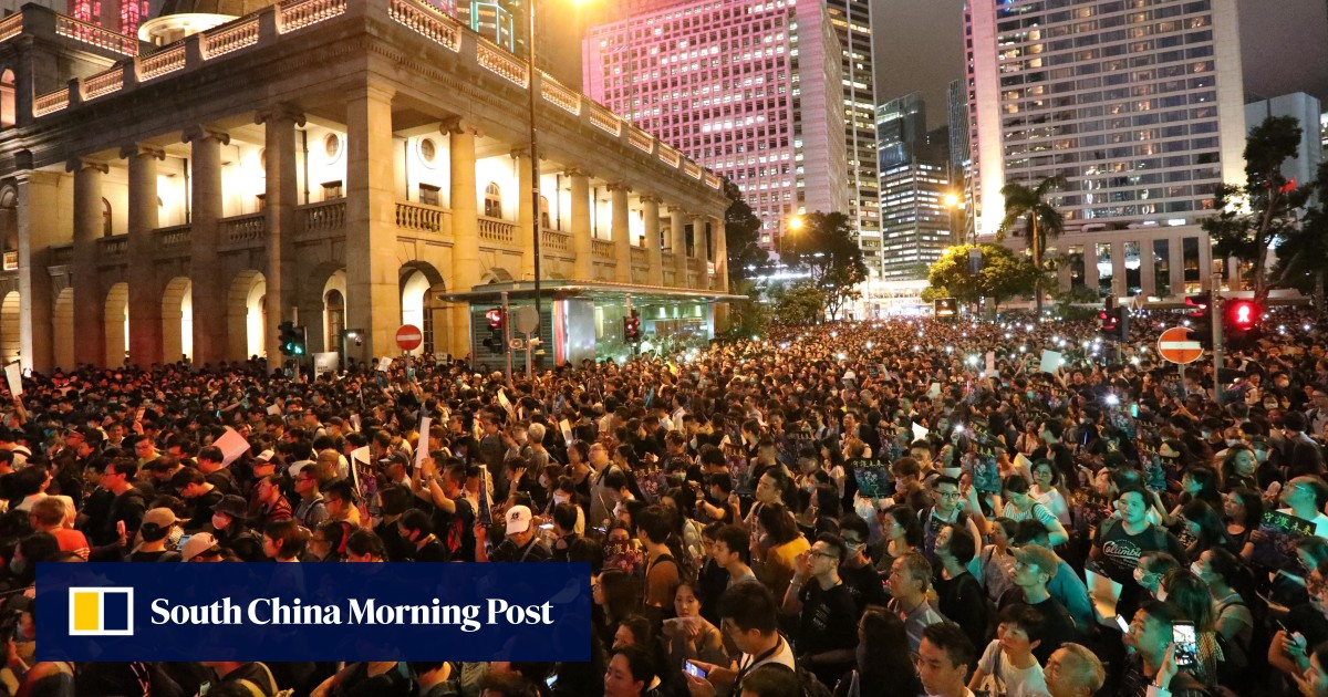 https://www.scmp.com/news/hong-kong/politics/article/3021276/hong-kong-civil-servants-embarrass-government-protest