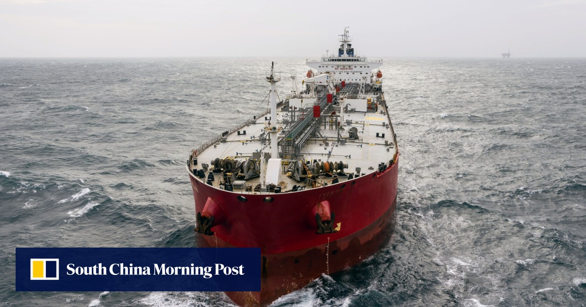 India bans Chinese ships from oil trade as ties worsen