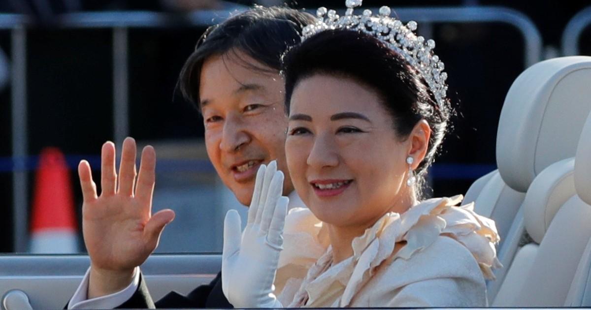 Japanese Emperor Naruhito and Empress Masako greeted by
