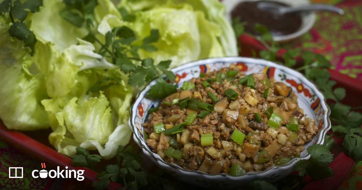 Chinese minced pork and vegetables in lettuce cups