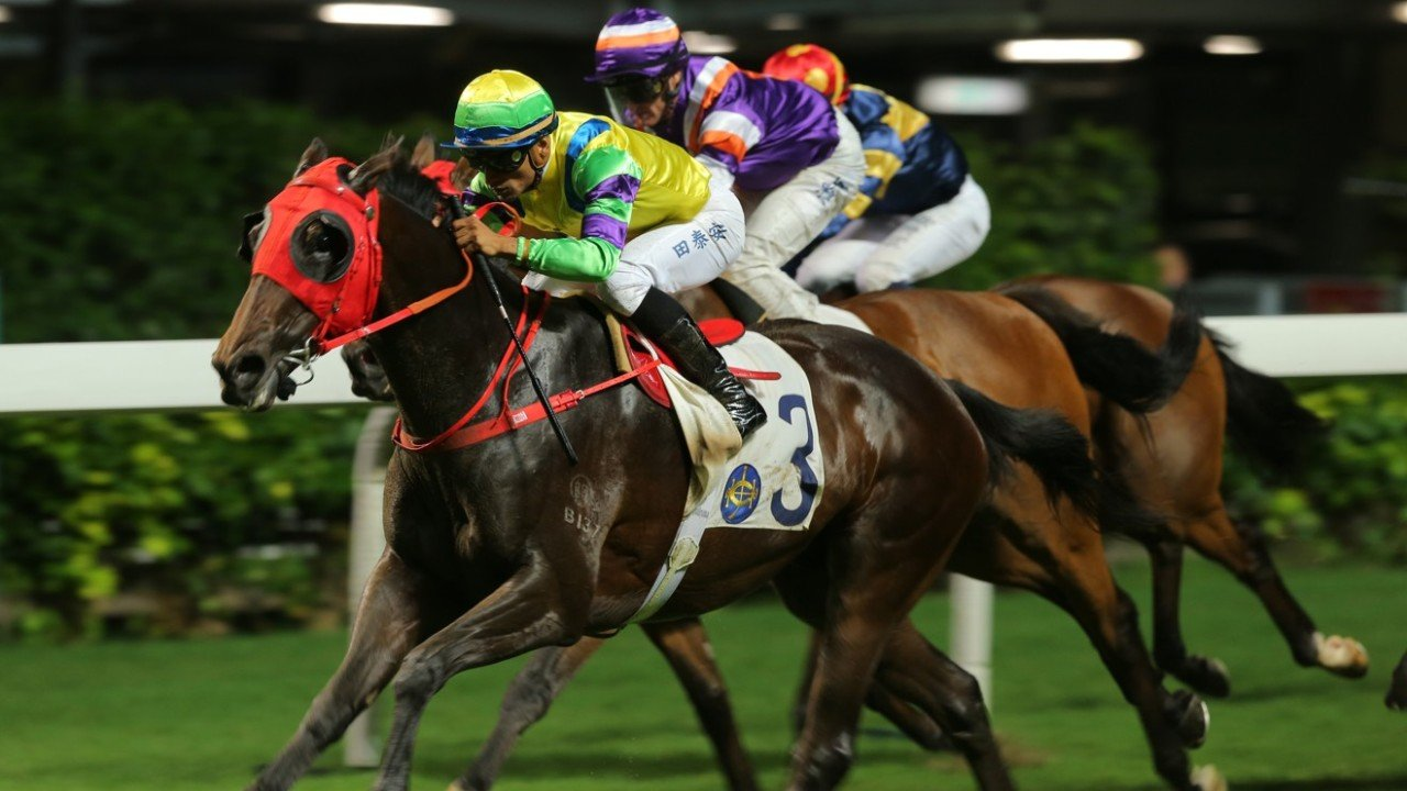 Race 3, Clement Legend, ridden by Karis Teetan, won the class 4 over 2200m at Happy Valley. 29MAY19