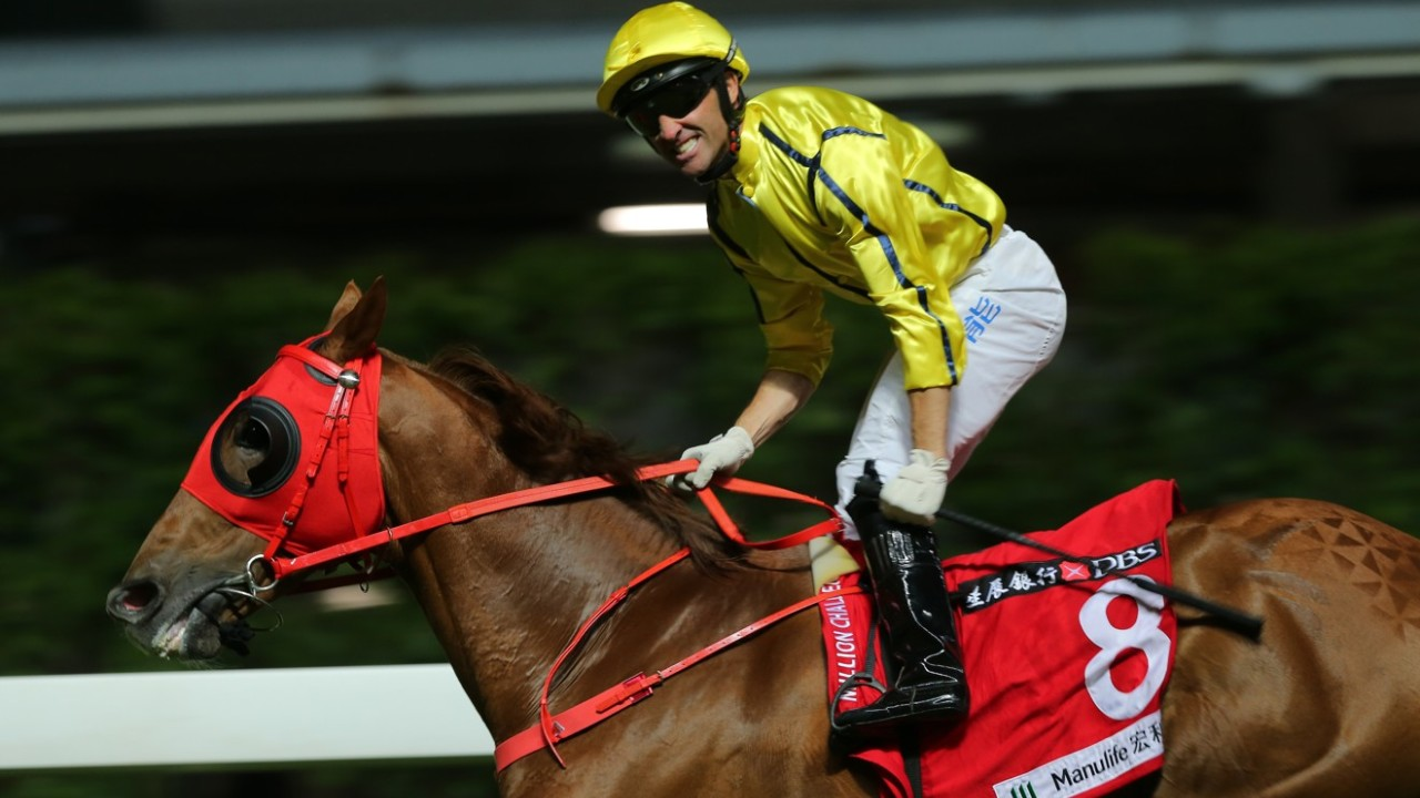 Race 5, Owners' Star, ridden by Neil Callan, won the American Club Challenge Cup(class 3, 1800m) at Happy Valley on 16,Oct19.
