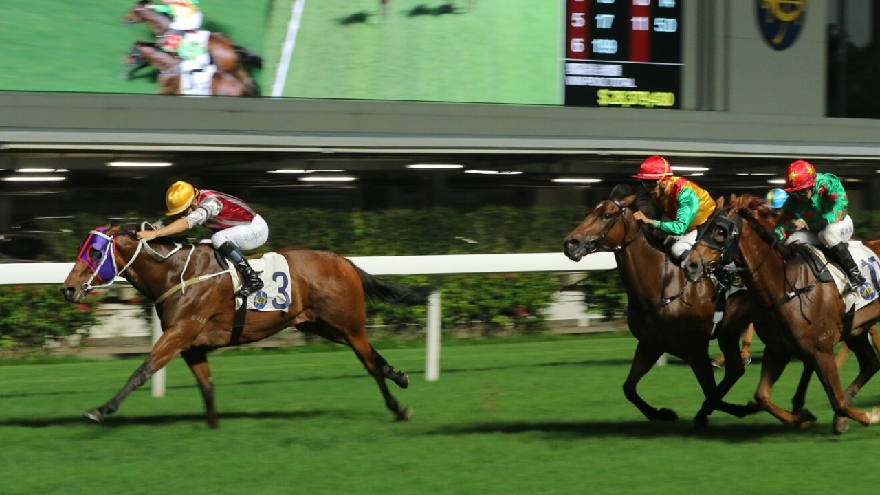 Race 6, Smart Leader (3), ridden by Joao Moreira, won the class 3 over 1200m at Happy Valley. 13MAY20