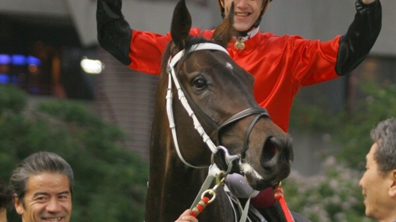 Race 10, VERY FIT ridden by C Soumillon (Christophe Soumillon) won class 2 over 1800m at Sha Tin racecourse. 07 January 2006
