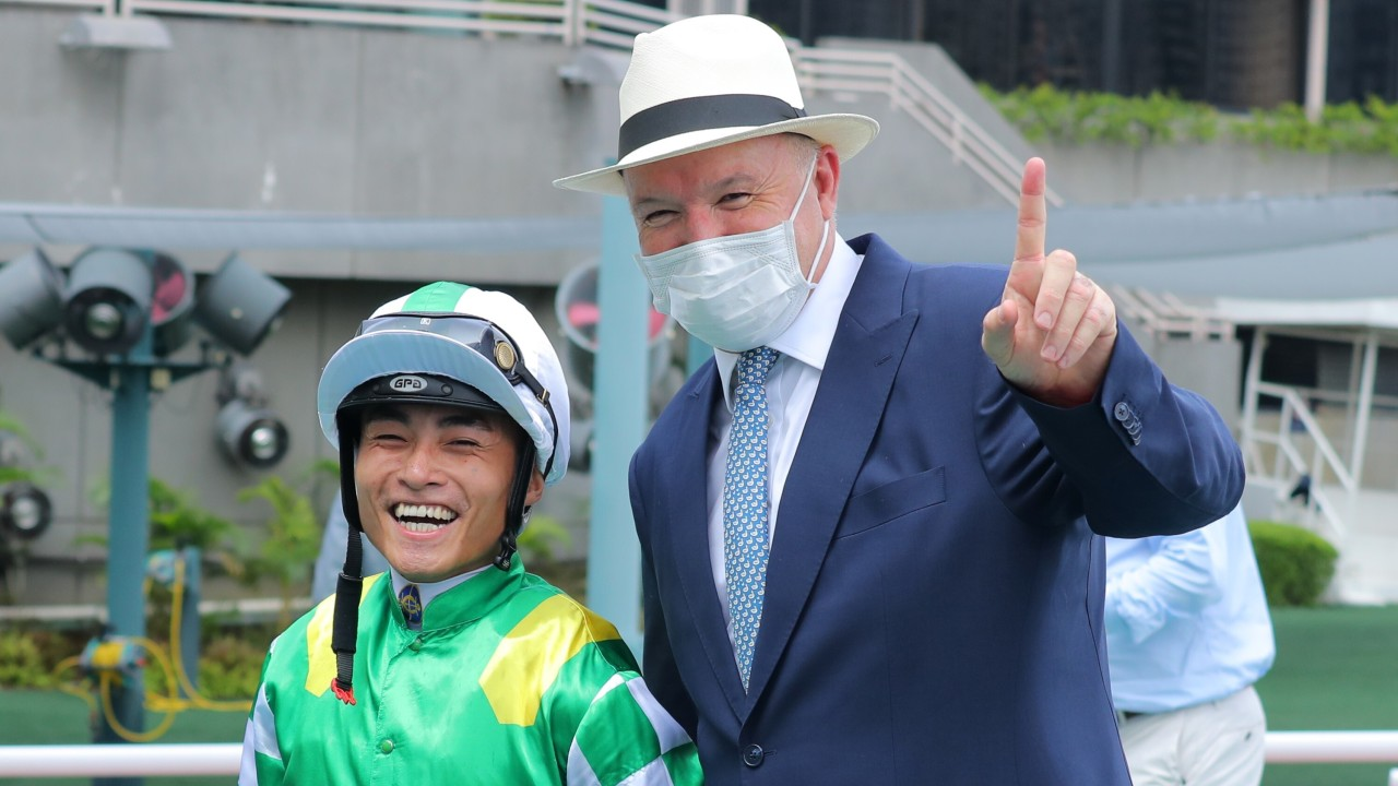 Keith Yeung and David Hayes enjoy a winner together. Photos: Kenneth Chan