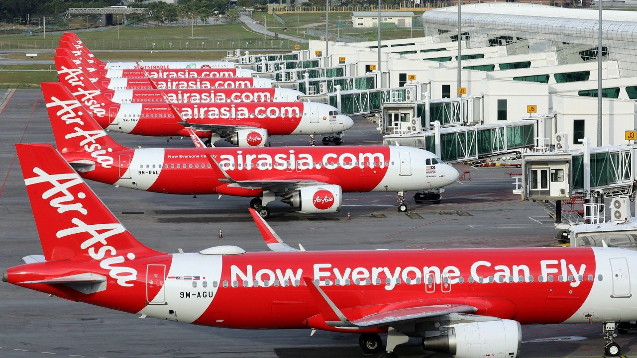 Malaysian budget airline AirAsia aims to shrink fleet size by returning planes to lessors