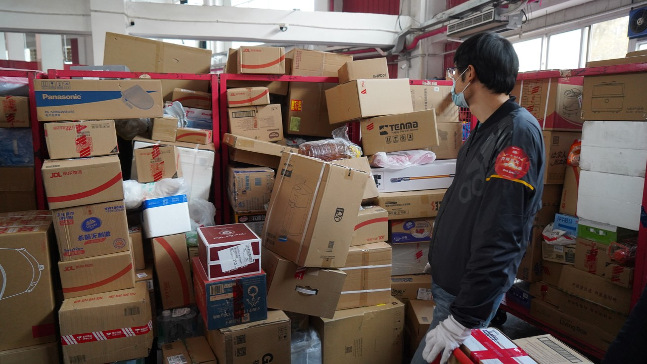 Amazon's warehouse pay-rate has left some workers homeless and ...